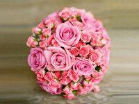 Bouquet sposa con roselline a grappolo e rose